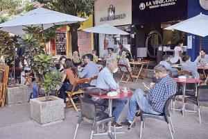 Com horário de verão, a Abrasel prevê a criação de pelos menos 30 mil empregos nos bares em Belo Horizonte |Crédito: Charles Silva Duarte/Arquivo DC